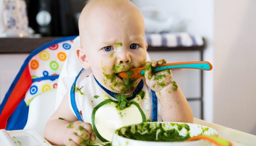 شروع غذا دادن به نوزاد | جدول غذایی کودک 4 تا 12 ماهه و غذاهایی ممنوعه برای نوزاد