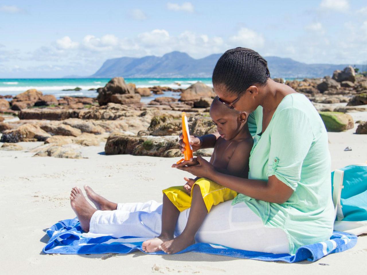 پیشگیری و درمان گرمازدگی کودکان با رفع سریع گرمازدگی   علائم گرمازدگی در کودکان چیست ؟