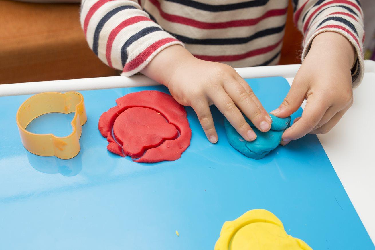چگونگی آموزش حواس پنجگانه به کودکان | توضیح حس لامسه برای کودکان و تعریف حس لامسه