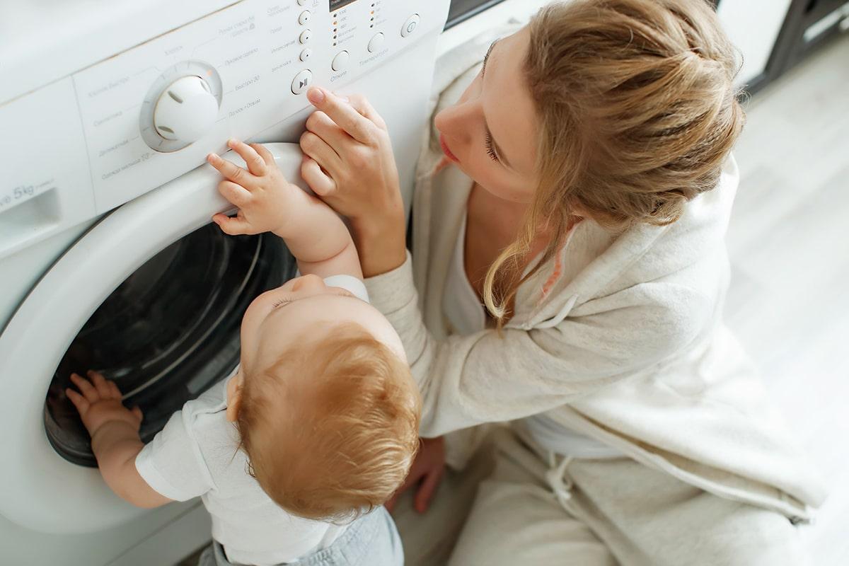 چگونه لباس های کودک را با ماشین لباسشویی شستشو دهیم؟